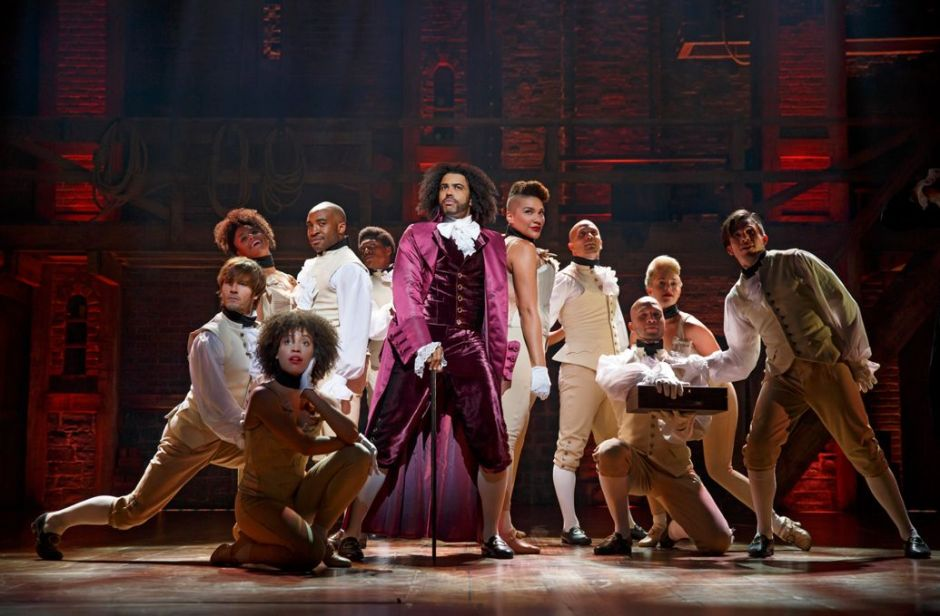 1035x679-hamiltonbway0341r-daveed-diggs-as-thomas-jefferson-and-the-ensemble-of-hamilton